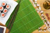 Sushi maki set and green tea — Stock Photo