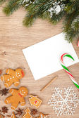 Christmas fir tree, gingerbread cookies and card for copy space — Stockfoto
