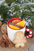 Christmas mulled wine with gingerbread and spices — Stock Photo