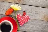 Cup of coffee, heart toy and flowers — Stock Photo