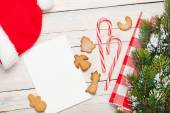 Christmas greeting card and gingerbread cookies — Stock Photo