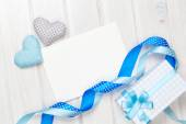 Greeting card and handmaded toy hearts — Стоковое фото