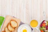 Healthy breakfast with fried egg, toasts and salad — Stock Photo