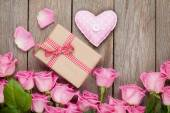 Valentines day gift box and handmaded heart toy — Foto de Stock