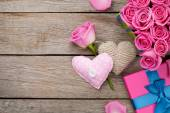 Valentines day background with gift box full of pink roses — Stock Photo