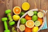 Citrus fruits in basket and dumbells. — Stockfoto