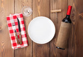 Table setting with empty plate — Stock Photo