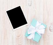 Pudełko i puste ramki — Zdjęcie stockowe