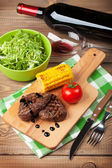 Steak with grilled corn and  wine — Stock Photo