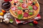 Pizza and red wine — Foto de Stock