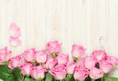Pink roses bouquet over wooden table — Stock Photo