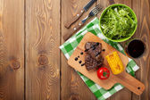 Steak met gegrilde maïs — Stockfoto
