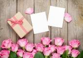 Photo frames, gift box and roses — Foto Stock