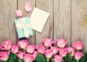 Gift box and pink roses — Stock Photo