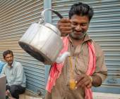 Man pours cup hot milk tea — Stok fotoğraf