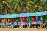 Colorful huts on sandy beach — Stok fotoğraf