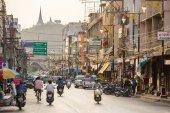 People on Phetchaburi street — Stock Photo