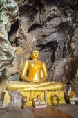 Buddha in temple cave — Stock Photo