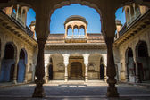 Beautiful courtyard in Amber Fort palace — Stock Photo