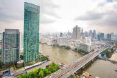 Paisaje del río en la ciudad de bangkok — Foto de Stock