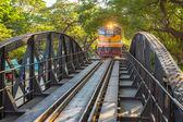 Поезд на мосту через реку Квай — Стоковое фото