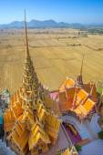 Pagoda with rice fields and mountains — Foto Stock