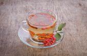 Goji fresh antioxidant tea in glass cup and barberries — Stock Photo