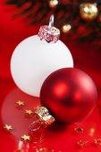 Boules de noël rouge et blanc — Photo