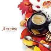 Cozy cup of coffee and autumn leaves — Photo
