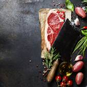 Vintage cleaver and raw beef steak — Stock Photo