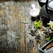 китайский чайный сервиз и палочки для еды — Стоковое фото