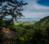 Beautiful blurred tropical view in defocus. Landscape photo with rocks and sea. — Stock Photo