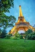 The Eiffel Tower lights at dusk — Stock Photo