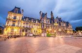Wonderful view of Hotel de Ville at summer sunset - Paris — Stock Photo
