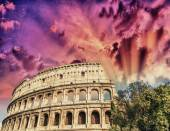 Rome, The Colosseum. Beautiful sunset colors in spring season — Stock Photo