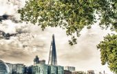 City skyline along Thames river — Stock Photo