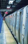 Subway train awaiting departure in Manhattan station - New York  — Stock Photo