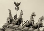 Stunning Quadriga sculpture in Brandenburg Gate — Zdjęcie stockowe