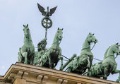 Stunning Quadriga sculpture in Brandenburg Gate — Foto de Stock
