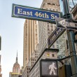 Fifth Avenue street signs and buildings — Stock Photo
