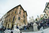 Tourists enjoy Spanish Steps — Stock Photo