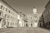 Tourists walk in Piazza — Stock Photo