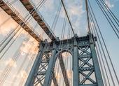 Manhattan Bridge pylon and metal cables, New York — Stock Photo