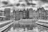 Channels and historic buildings in Amsterdam — Stock Photo