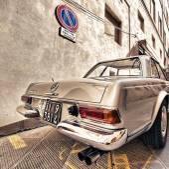 Old Mercedes car  in Siena — Stock Photo