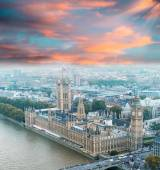 Wonderful aerial view of Big Ben and Houses of Parliament — Foto de Stock