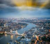 The Tower Bridge in London with river Thames — Stockfoto