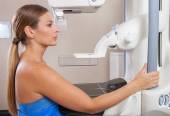 Woman undergoing mammography scan — Stock Photo