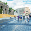 Постер, плакат: Tourists walk near Colosseum