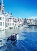 Tourists enjoy city life, Belgium — Stock Photo